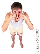 Купить «Молодой человек в шортах протирает глаза», фото № 543107, снято 17 июня 2019 г. (c) Losevsky Pavel / Фотобанк Лори