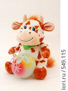 2009 - год быка. Бычок с шаром. Стоковое фото, фотограф Юлия Машкова / Фотобанк Лори
