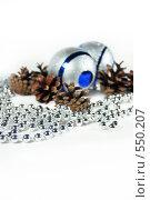 Купить «Новогодние украшения и сосновые шишки», фото № 550207, снято 3 ноября 2008 г. (c) Логинова Елена / Фотобанк Лори