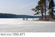 Купить «Апрель. Велосипедисты на опасном весеннем льду на лесном озере», фото № 550471, снято 5 апреля 2008 г. (c) Max Toporsky / Фотобанк Лори