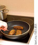 Жареный хлеб на сковороде. Стоковое фото, фотограф Александр Рыбий / Фотобанк Лори