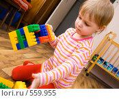 Купить «Ребенок с конструктором», фото № 559955, снято 6 апреля 2008 г. (c) Павел Семенов / Фотобанк Лори