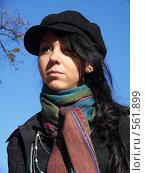 Купить «Девушка в картузе на фоне неба», фото № 561899, снято 8 октября 2008 г. (c) Александр Михалёв / Фотобанк Лори