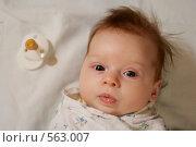 Ребенок и соска (2008 год). Редакционное фото, фотограф Егор Половинкин / Фотобанк Лори