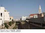 Купить «Пешеходный мост в Суссе. Тунис», фото № 565203, снято 16 августа 2008 г. (c) Nikiandr / Фотобанк Лори