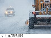 Купить «Метель, дорога и машины  в городе», фото № 567899, снято 11 января 2008 г. (c) Ирина Игумнова / Фотобанк Лори