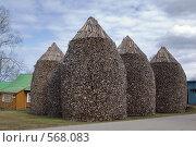 Купить «Поленницы дров в Пюхтицком монастыре», фото № 568083, снято 19 апреля 2008 г. (c) Игорь Соколов / Фотобанк Лори