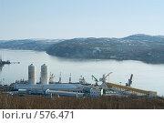 Купить «Портовые постройки и краны, вид на залив, Мурманск», фото № 576471, снято 2 мая 2008 г. (c) Ольга Красавина / Фотобанк Лори