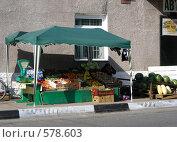 Купить «Торговля овощами и фруктами на улице», эксклюзивное фото № 578603, снято 25 сентября 2008 г. (c) lana1501 / Фотобанк Лори