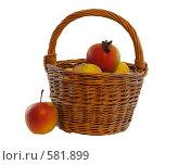 Купить «Натюрморт-яблоко и корзина», фото № 581899, снято 22 ноября 2008 г. (c) Игорь Качан / Фотобанк Лори