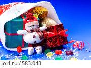 Купить «Красный колпак с новогодними подарками», фото № 583043, снято 26 января 2006 г. (c) Юлия Сайганова / Фотобанк Лори