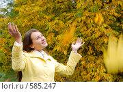 Купить «Падают листья», фото № 585247, снято 1 октября 2008 г. (c) Мирослава Безман / Фотобанк Лори