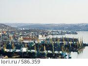 Купить «Мурманский порт:  портовые постройки и краны, вид на залив», фото № 586359, снято 2 мая 2008 г. (c) Ольга Красавина / Фотобанк Лори
