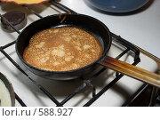 Купить «Приготовление блинов», фото № 588927, снято 27 ноября 2008 г. (c) Денис Шароватов / Фотобанк Лори