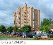 Купить «Пятнадцати-двадцатичетырёхэтажный кирпичный жилой дом, построен в 1998 году. Зеленодольская улица, 31 корпус 1. Район Кузьминки. Москва», эксклюзивное фото № 594915, снято 1 июня 2008 г. (c) lana1501 / Фотобанк Лори