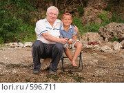 Купить «Дед с внуком сидят на берегу со спиннингом», фото № 596711, снято 24 августа 2007 г. (c) Vdovina Elena / Фотобанк Лори