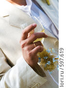 Купить «Жених пьет шампанское», фото № 597619, снято 1 августа 2008 г. (c) Ольга С. / Фотобанк Лори