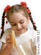 Девочка играет с миксером. Стоковое фото, фотограф Виталий Меркулов / Фотобанк Лори