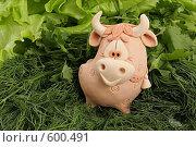 Коровка среди зелени. Стоковое фото, фотограф Юлия Машкова / Фотобанк Лори
