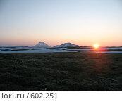 Купить «Камчатка, восход среди вулканов», фото № 602251, снято 20 июля 2007 г. (c) Легкобыт Николай / Фотобанк Лори