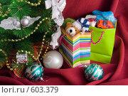 Купить «Подарки под новогодней елкой», фото № 603379, снято 4 декабря 2008 г. (c) Ольга Красавина / Фотобанк Лори