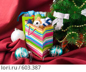 Купить «Подарки под новогодней елкой», фото № 603387, снято 4 декабря 2008 г. (c) Ольга Красавина / Фотобанк Лори