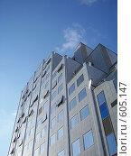 Купить «Офисное здание в Волгограде на фоне неба», фото № 605147, снято 19 ноября 2008 г. (c) Александр Михалёв / Фотобанк Лори
