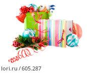 Купить «Подарочный пакет с подарками к новому году», фото № 605287, снято 5 декабря 2008 г. (c) Ольга Красавина / Фотобанк Лори