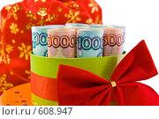 Свернутые российские купюры в подарочной коробке. Стоковое фото, фотограф Лидия Рыженко / Фотобанк Лори