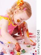 Купить «Девочка в краске», фото № 612043, снято 27 июня 2008 г. (c) Майя Крученкова / Фотобанк Лори
