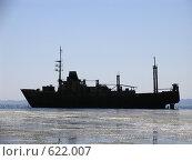 Силуэт корабля, севшего на мель. Стоковое фото, фотограф Олеся Ефименко / Фотобанк Лори