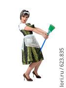 Купить «Веселая горничная на метле на белом фоне», фото № 623835, снято 4 мая 2007 г. (c) Марианна Меликсетян / Фотобанк Лори