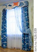 Купить «Штора на окне детской комнаты», фото № 626039, снято 23 сентября 2008 г. (c) Гребенников Виталий / Фотобанк Лори
