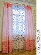 Купить «Штора в жилой комнате», фото № 626759, снято 23 сентября 2008 г. (c) Гребенников Виталий / Фотобанк Лори