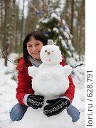 Купить «Девушка и снеговик (фокус на снеговике)», фото № 628791, снято 14 декабря 2008 г. (c) Argument / Фотобанк Лори