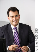 Успешный бизнесмен в офисе (2008 год). Редакционное фото, фотограф Вячеслав Дусалеев / Фотобанк Лори