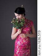 Купить «Девушка в японском одеянии с цветами. Фокус на цветах», фото № 636519, снято 18 сентября 2008 г. (c) Коваль Василий / Фотобанк Лори