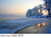 Купить «Берег реки Енисей. Зима. Над открытой водой поднимается пар.», фото № 641879, снято 3 января 2009 г. (c) Иванюшин Виталий / Фотобанк Лори