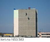 Купить «Реставрация дома, промышленный альпинизм», фото № 653583, снято 10 мая 2008 г. (c) Дубинин Дмитрий / Фотобанк Лори