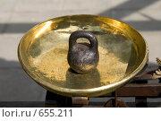 Старинные весы и гиря. Стоковое фото, фотограф Ярослава Синицына / Фотобанк Лори