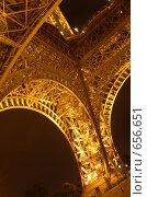 Купить «Эйфелева башня, ночной вид, Париж», фото № 656651, снято 11 мая 2007 г. (c) Ирина Доронина / Фотобанк Лори
