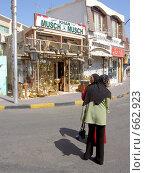 Женщины на улице Египта (2006 год). Редакционное фото, фотограф Murat Valiev / Фотобанк Лори