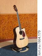 Купить «Гитара шестиструнная, вестерн, дредноут», фото № 664179, снято 10 мая 2008 г. (c) Аlexander Reshetnik / Фотобанк Лори