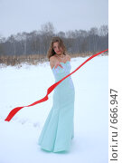 Купить «Снегурочка или Замерзшая девушка в лесу», фото № 666947, снято 18 января 2009 г. (c) Роман Орлов / Фотобанк Лори
