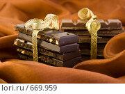 Две связки шоколадных плиток на коричневом шелке. Стоковое фото, фотограф Лидия Рыженко / Фотобанк Лори