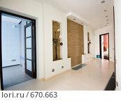 Купить «Современный интерьер», фото № 670663, снято 20 января 2009 г. (c) Виктор Застольский / Фотобанк Лори