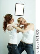 Купить «Женская драка», фото № 671635, снято 13 июня 2008 г. (c) Raev Denis / Фотобанк Лори