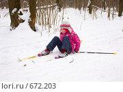 Купить «Маленькая девочка упала, катаясь на лыжах», фото № 672203, снято 18 января 2009 г. (c) Ольга Полякова / Фотобанк Лори