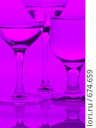 Фиолетовые бокалы. Стоковое фото, фотограф Светлана Архи / Фотобанк Лори