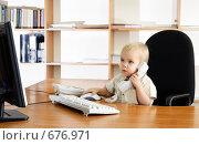 Купить «Маленький мальчик в офисе», фото № 676971, снято 15 ноября 2008 г. (c) Андрей Щекалев (AndreyPS) / Фотобанк Лори